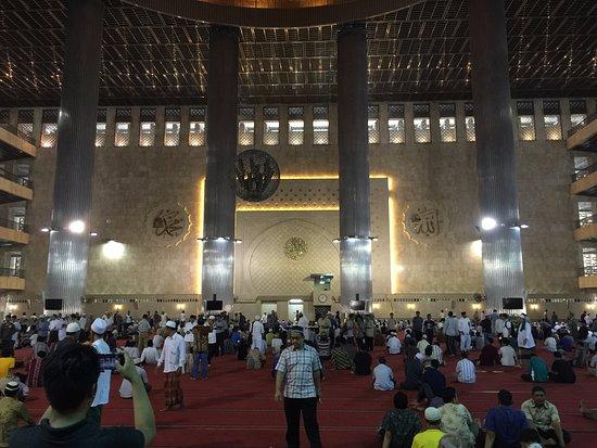 Kumpulan Foto Gambar Masjid Istiqlal Terlihat Cantik