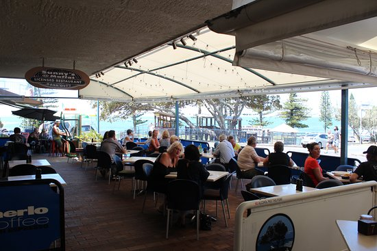 Sunny's at Moffat: Water views from outdoor dining