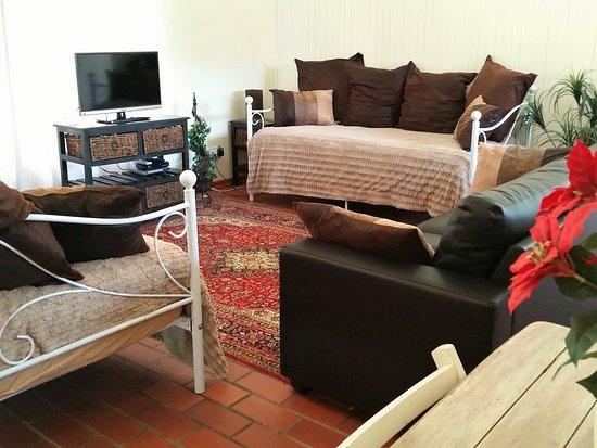 Pine Tree Lodge: Jasmin lounge