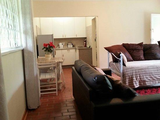 Pine Tree Lodge: Jasmin lounge/kitchen
