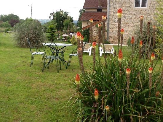 Fayl-Billot, France: Jardin vue arrière