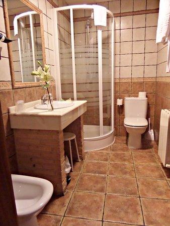 New showers! - Picture of Hotel Medina de Toledo, Toledo - TripAdvisor
