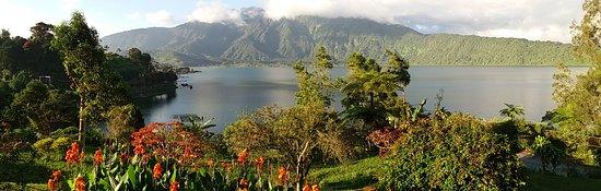 Baturiti, อินโดนีเซีย: lake-view form the hotel