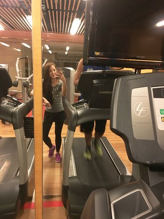 เชอราตันเซี่ยงไฮ้ หงโข่วซางจีโฮเต็ล: 健身房開到蠻晚的,可以運動