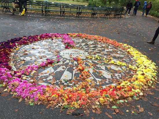 ‪Strawberry Fields, John Lennon Memorial‬