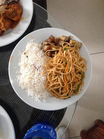 Le Palmiste Resort & Spa: Pasta and rice on the same plate??? seriously???