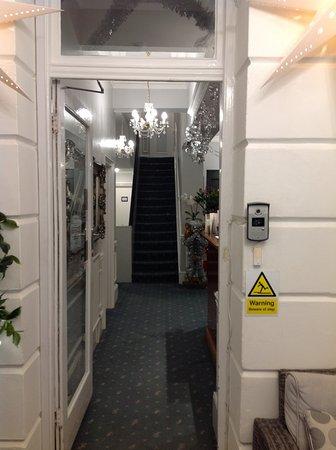 East Beach Hotel: Foyer
