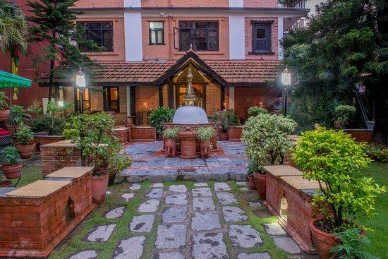Hotel Ganesh Himal: View- Classic Wing & Garden