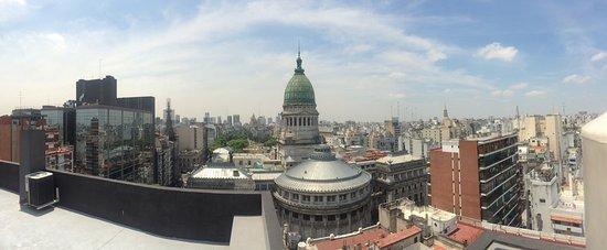 Uno Buenos Aires Suites: Este é o congresso nacional e a sacada do hotel.
