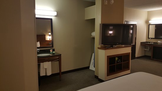 Hyatt Place Atlanta Airport North: 20161227_233900_large.jpg