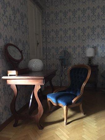 Hotel Dali: Супер-кресло в номере отеля