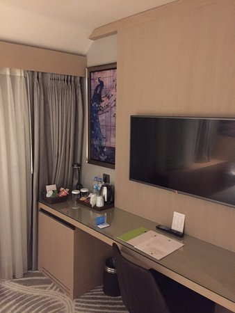 Doubletree by Hilton Istanbul - Sirkeci: Large TV and balcony
