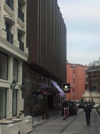 Doubletree by Hilton Istanbul - Sirkeci: External view of hotel