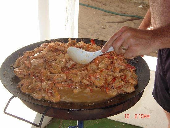 Tofinho, Mozambique: Prawns for lunch