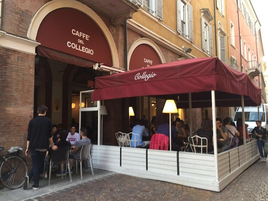 Caffe del Collegio: Caffè storico situato in pieno centro a Modena. Aperto tutti i giorni dell'anno.