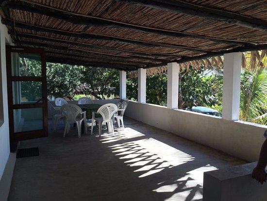 Tofinho, Mozambique: Lovely big veranda of casa Christine