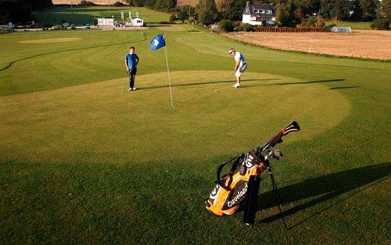 Carhaix-Plouguer, France: Daily Golf de Carhaix