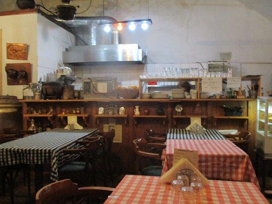 interieur en keuken - Picture of Adamos Tavern, Pano Lefkara ...
