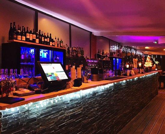 Pegomas, Francia: Nouveau bar à l'intérieur de la salle