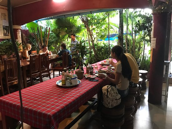 Ta Som Guesthouse: Ta Som Garden restaurant: All rooms rate including breakfast at 6:30am - 9am