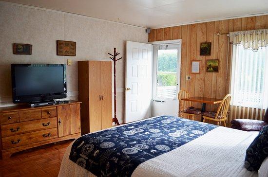 Lakeville, PA: Queen suite