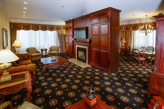 The Towers at the Kahler Grand Hotel: Living Room of Imperial Suite