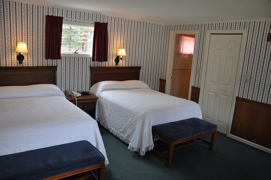 The Aspen at Manchester: Room with two double beds