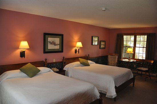 Manchester, VT: Deluxe room with two queens