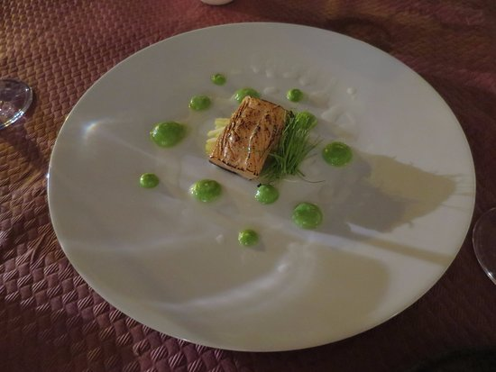 Fusion Food and Lounge: Salmon with petit pois cream