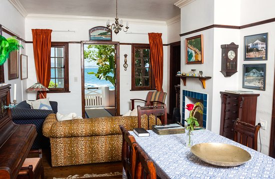 Land's End Guest House : Wonderful touches with the sea outside.