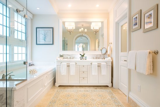 The Shore Club: Lovely Ensuite Master Bath With Soaker Tub, Shower And His /