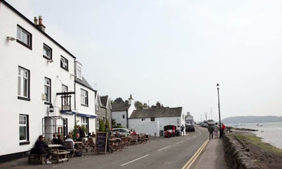 Kippford, UK: Looking down the street where the street stops
