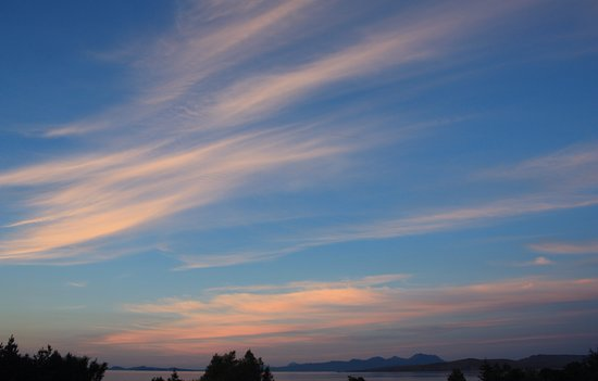 Laide, UK: Wispy clouds over An Cois Na Mara