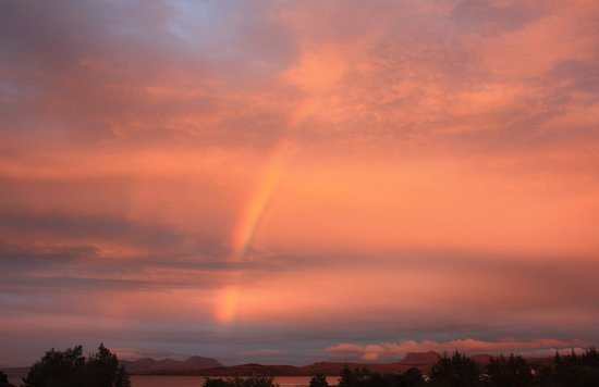 Laide, UK: Stunning rainbow at sunset over An Cois Na Mara