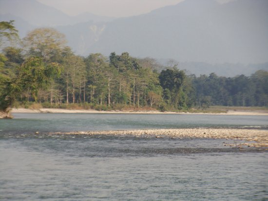 Bhalukpong, India: River Kameng near Prashaanti Cottages