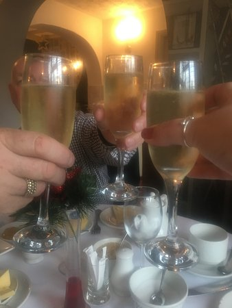 Draycott in the Clay, UK: Champagne to finish the breakfast off.