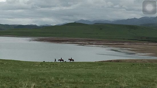 Shandan County, Kina: The horse trail and lake outside the resort.