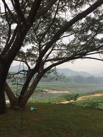 Kundasale, Sri Lanka: Backyard view!