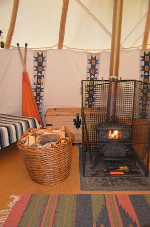 Cwmduad, UK: Inside the Tipi