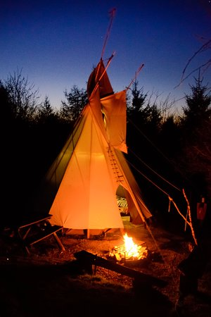 Cwmduad, UK: The tipi at night