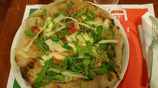 Fornaci di Barga, Italia: pizza buonissima....e impasto eccezionale..