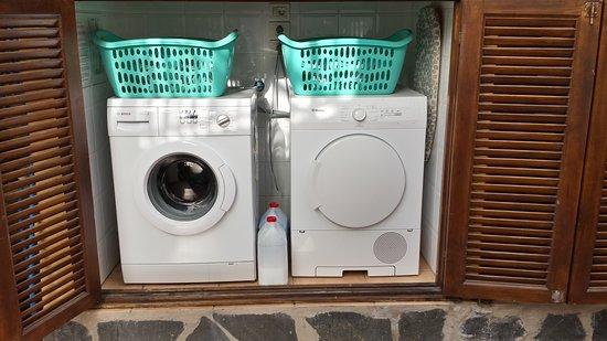 Waschmaschine trockner sowie waschmittel blau weichspüler weiß