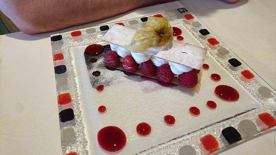 La Queue-en-Brie, Francia: Délice de framboises Framboises Tulameen, mousse au chocolat blanc.