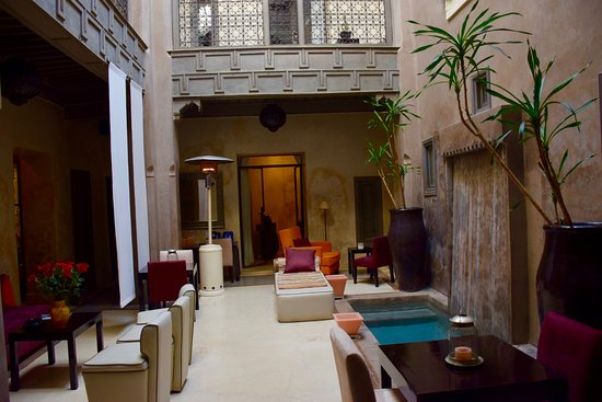 Riad Dar One: Lobby and eating area.