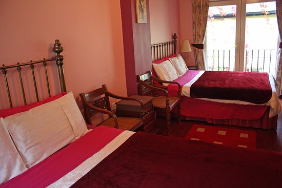 The Boulevard Guesthouse : Room 1 - two comfortable beds