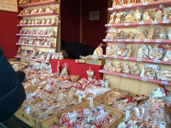 Kultur- und Weihnachtsmarkt Schloß Schönbrunn: Lovely colourful stall