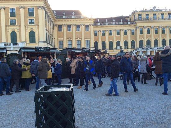 Kultur- und Weihnachtsmarkt Schloß Schönbrunn: Stalls in the Palace grounds