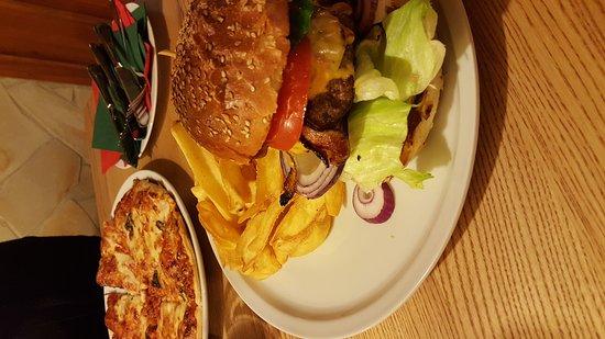 Jachymov, República Checa: Bacon Burger & Pizza Margherita