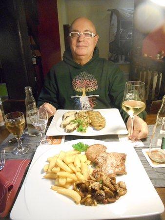 Ostseebad Prerow, Germany: Heilbutt an Fenchelnfrikassee Vorne filets mignons vom Schwein