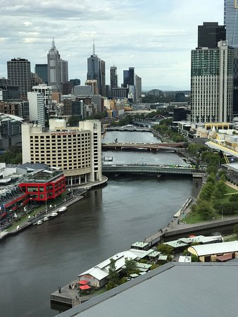 Hilton Melbourne South Wharf: Magnificent views from the suite